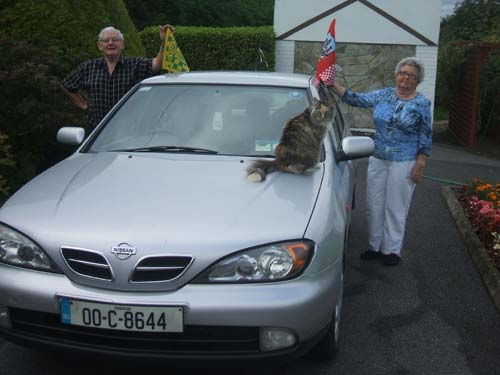 "Confusion!"" - No not at all...rather Equality and Harmony! Pictured in the driveway of their home on Saturday, 5th Sept. 2009 Noel and Eileen Collins are proud to support their native County in the forthcoming All-Ireland Football final between Cork and Kerry later in September.  Tralee native Noel claims one side of the car while Ballydesmond native Eileen has full claim to the other side of the car!  And Suzie, the cat, appears to agree with the sensible arrangement!! (Pic.:  Seán Radley)"