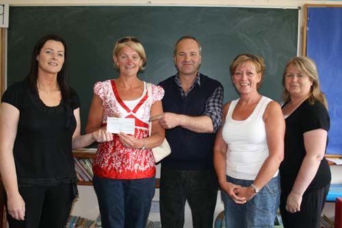 Presentation of a cheque following a special concert at Millstreet GAA Community Hall in aid of the needs of both National Schools in Millstreet