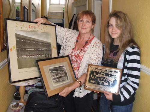 Marie O'Leary and daughter Hazel of Main Street, Millstreet presenting three historic GAA items to Millstreet Museum