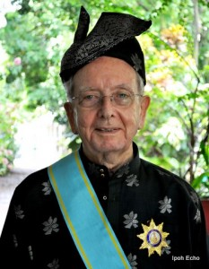 2010-04-19 Br Vincent Corkery after receiving his Dato from the Sultan of Perak