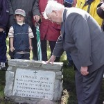 2000-05-21 Clara Mass: Tadgh O'Driscoll unveils the Commemorative Plaque