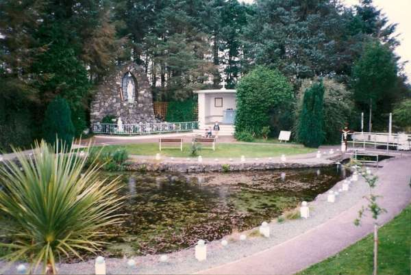 Tubrid Well in Summer 1997