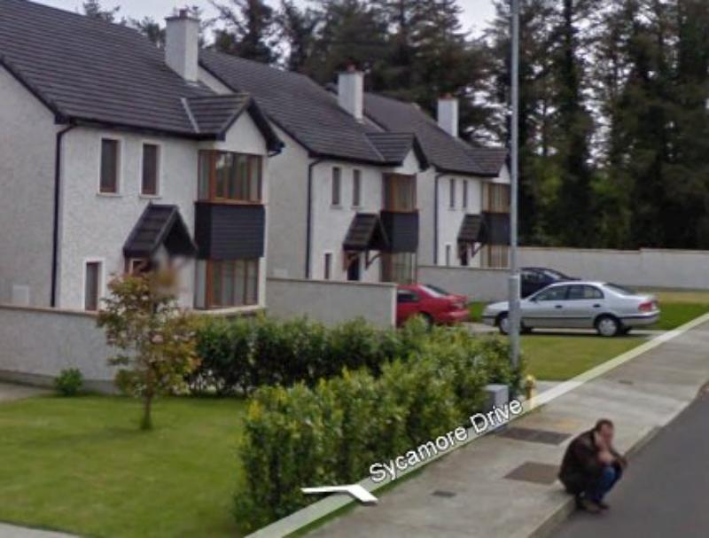 GoogleStreetView - Making a phone call - Sycamore Drive-800