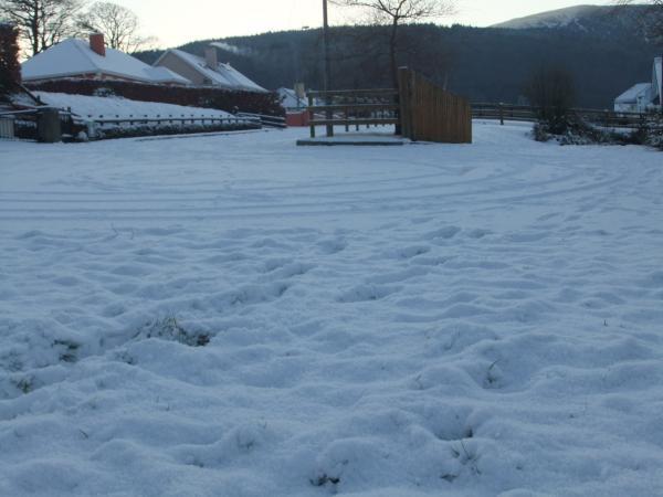 0013-SnowTourMon20Dec2010