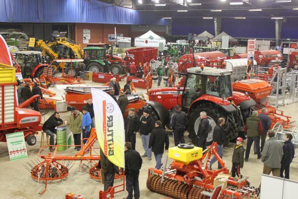 0052-FarmMachineryShow2011