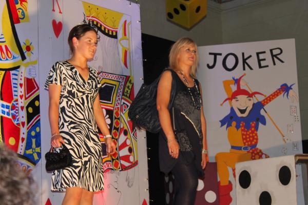 0094-FashionShowMCS2011