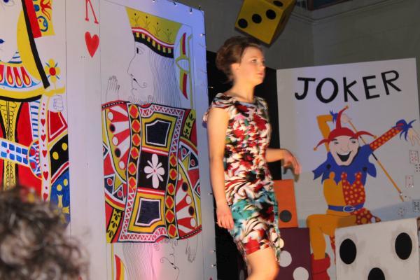0112-FashionShowMCS2011