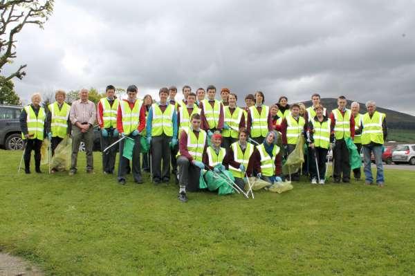 11MCS Students help Millstreet Tidy Towns