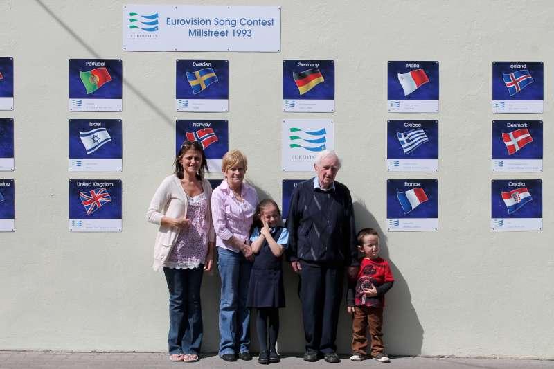 12Eurovision Wall Minor Row 2012