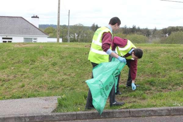 48MCS Students help Millstreet Tidy Towns