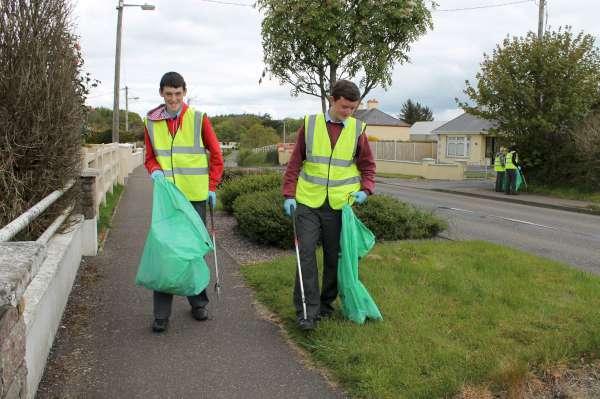 55MCS Students help Millstreet Tidy Towns