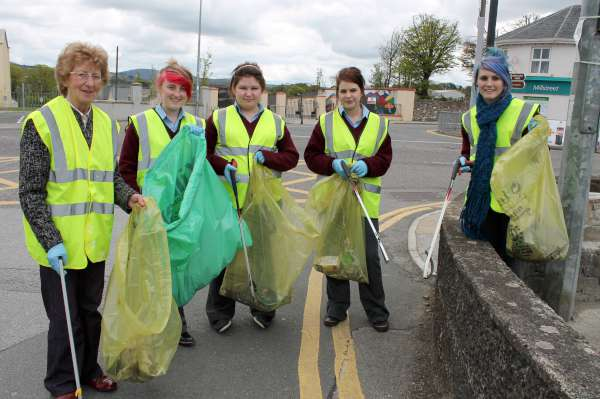 68MCS Students help Millstreet Tidy Towns