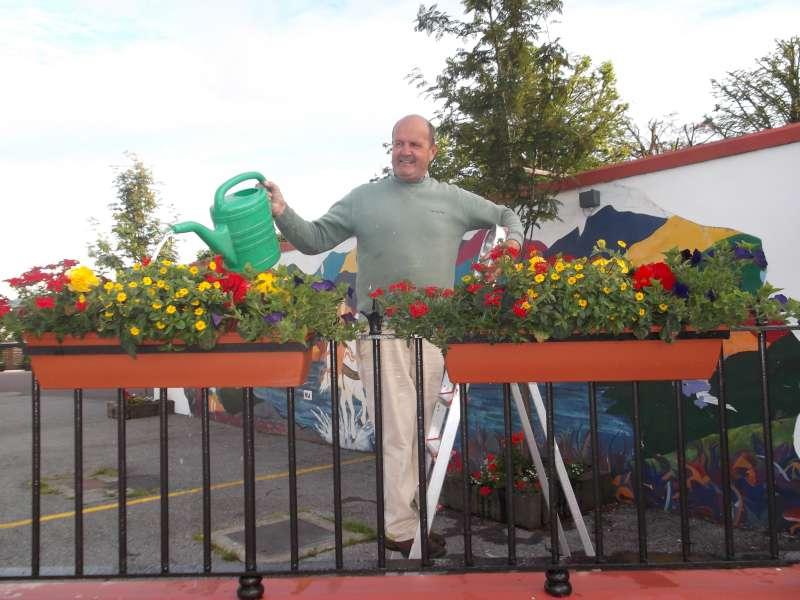 11Paudie Healy  with splendid flower display