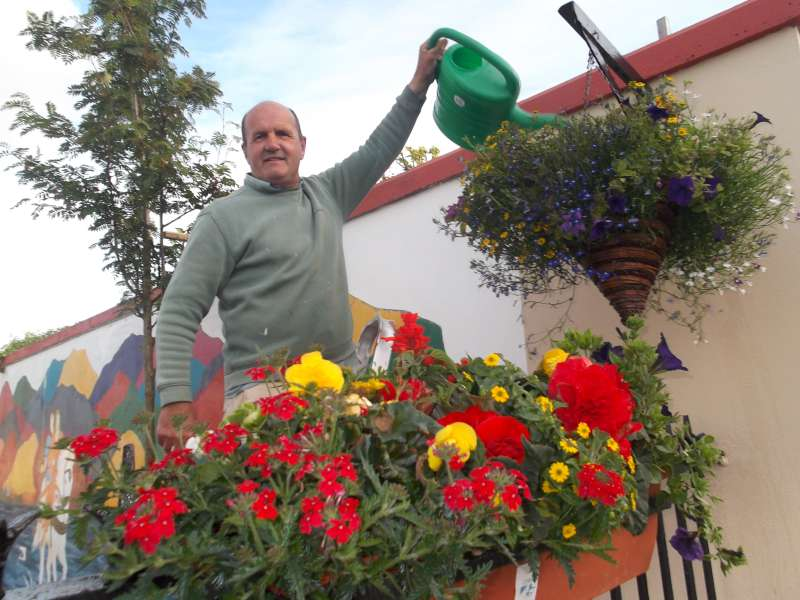 18Paudie Healy  with splendid flower display