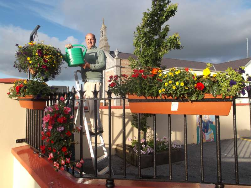 2Paudie Healy  with splendid flower display