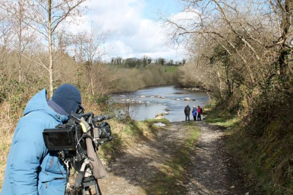 When the RTÉ film crew visited Millstreet on 13th March we had reached Drishane Cemetery and the Boeing Crossing before lunch.  Here we see Michael O'Sullivan of Dooneen and RTÉ's Evelyn O'Rourke discussing the scenic crossing of this section of the Blackwater.   (S.R.)