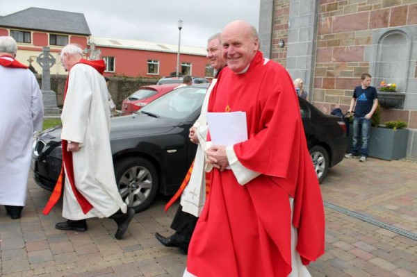 Fr. Liam Comer adminstered the Sacrament of Confirmation to some 71 Candidates in Millstreet on Wednesday, 24th April 2013 in a morning ceremony beginning at 11.00.  (S.R.)