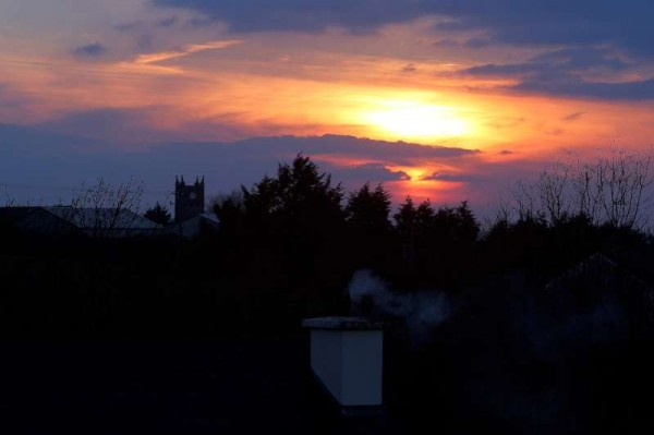 We tnank Fr. James McSweeney for this magnificent sunset taken on Tuesday evening from Altamont,  Millstreet.  (S.R.)