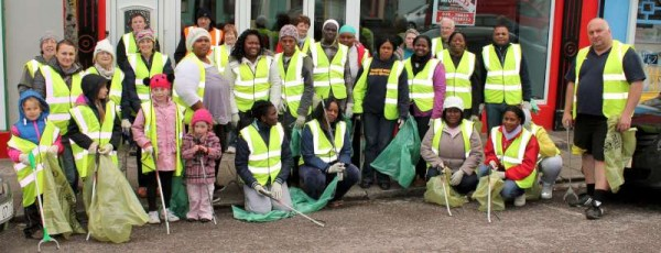 Members of Millstreet Tidy Town Association joined by wonderfully energetic and enthusiastic supporters at The Square, Millstreet on Thursday, 9th May 2013.  (S.R.)