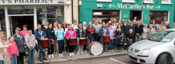 Following a wonderfully successful and enjoyable week in Millstreet and Dublin (and Dingle) our Breton Friends left Millstreet on Saturday on their way to Ringaskiddy to board the ship for Brittany.   Millstreet Pipe Band added so much to the leaving as they gave a splendid recital outside the Twinning H.Q. at McCarthy's Bar in The Square, Millstreet.  Margaret Bourke arranged to show Bernard (artist supreme) his magnificent painting which is on permanent display in Millstreet Credit Union building at The Square.  (S.R.)