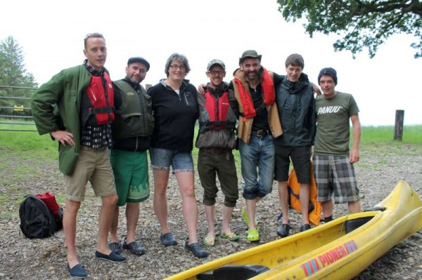 Eileen O'Riordan of Dromsicane, Millstreet (3rd from left) kindly alerted us to the boating adventure which was to be undertaken by six enthusiastic and marvellously fit men as they prepared to set off for Youghal this Monday morning from the Boeing Crossing at Dromsicane/Dooneen.  It is hoped to arrive in Youghal on Wednesday.  The happy group camped in the exquisite setting of Dromsicane and were provided with a wonderful Irish breakfast by Eileen, Francis and Family before the start of the adventure.   (S.R.)