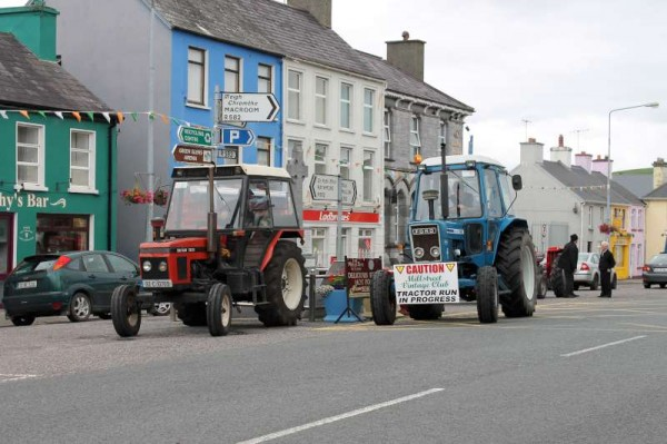 Millstreet Vintage Club Autumn 2013 took place on Sunday, 11th August assembling for registration and refreshments at the Aroma Café in The Square.   There were two separate Runs - The Cars destination was  Mallow while the Tractors made their way to Ballydesmond.  (S.R.)