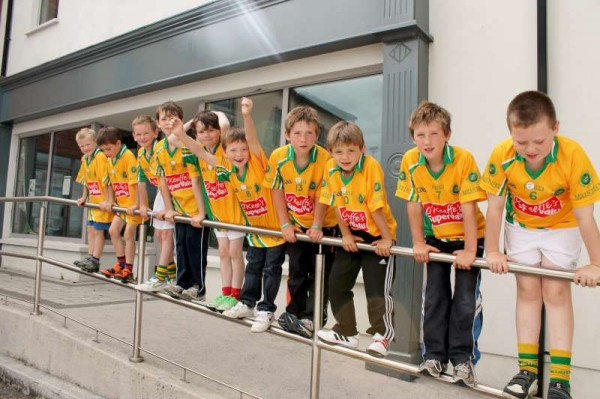10Supervalu Presentation of Jerseys to Millstreet Juvenile GAA -800