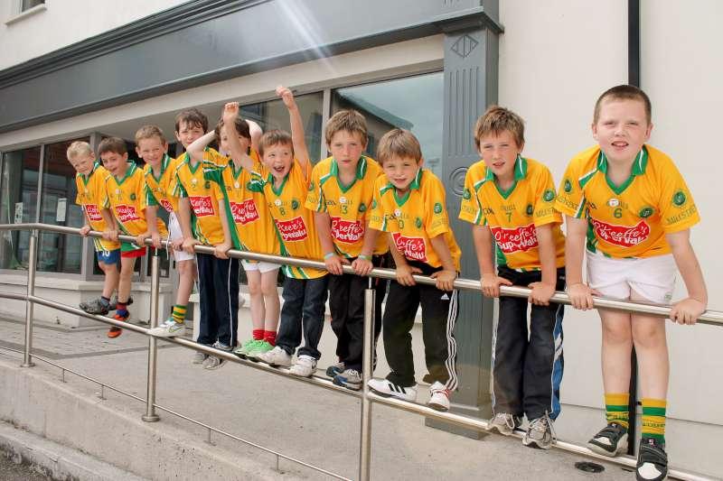 12Supervalu Presentation of Jerseys to Millstreet Juvenile GAA -800