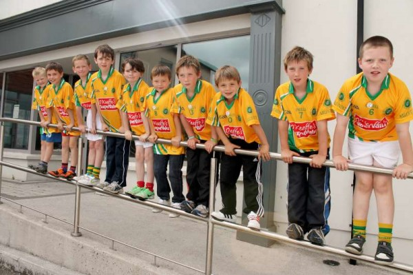 13Supervalu Presentation of Jerseys to Millstreet Juvenile GAA -800
