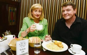 2013-09-14 Aine Collins and journalist Graham Clifford at lunch in The Wallis Arms Hotel