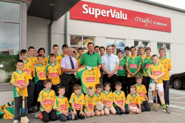 25Supervalu Presentation of Jerseys to Millstreet Juvenile GAA -800