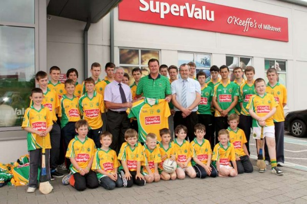 26Supervalu Presentation of Jerseys to Millstreet Juvenile GAA -800