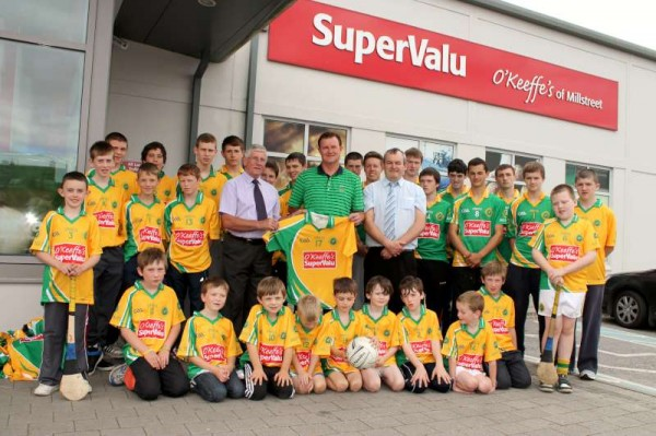 39Supervalu Presentation of Jerseys to Millstreet Juvenile GAA -800