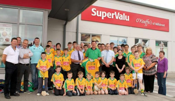 40Supervalu Presentation of Jerseys to Millstreet Juvenile GAA -800