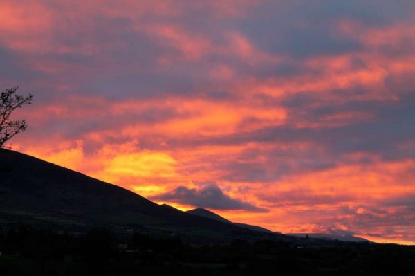 Sunset on Saturday, 23rd Nov. 2013 as viewed from Ballydaly towards Caherbarnagh and Shrone.  (S.R.)