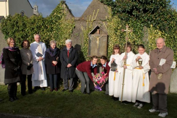 Two Students from Millstreet Community - Ava Barry and Chloe Collins placed a special wreath of flowers in the Cemetery of the Presentation Sisters following Mass this Presentation morning.  The oldest past-pupil present was John O'Keeffe who began school in 1928 at Presentation N.S..  It was to also mark the 40th anniversary of MCS which has had close links with the Presentation Order.   Click on the image to enlarge.  (S.R.)