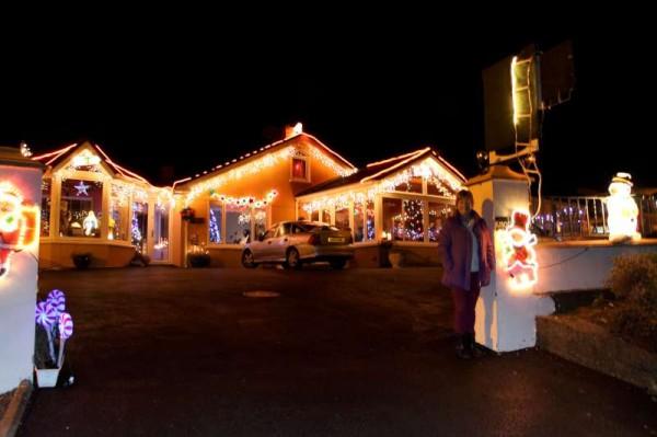 1Noreen's Christmas Lights 2013 -800