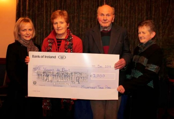 1Presentation of Down the Lawn Cheques 2013-800