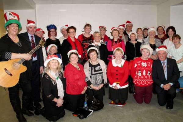2Millstreet Community Singers at Mercy Hospital Christmas 2013-800