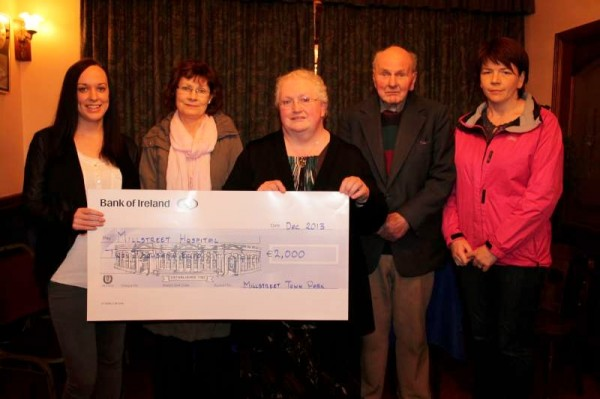 2Presentation of Down the Lawn Cheques 2013-800