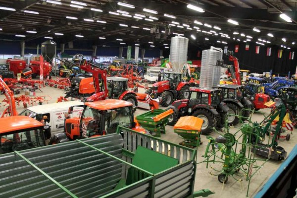 Green Glens prepares for this week's very impressive Farm Machinery Show.   Click on pictures to enlarge.  (S.R.)