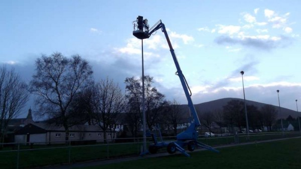 1Changing Bulbs in Town park 2014 -800