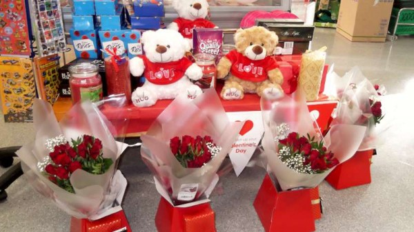 Millstreet Shops celebrate St. Valentine's Weekend in style.  Click on the images to enlarge.  (S.R.)
