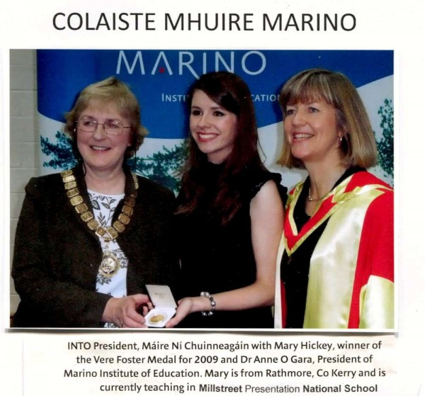 Mary Hickey receiving her Vere Foster Medal in 2009
