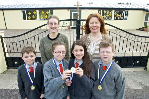 From left: Daniel Carberry, Abby Ring, Mackenzie Holvey-Black and Steven Murphy from Cloghoula N.S. celebrating their quiz success in the inter schools quiz held recently in Knocknagree with their teacher Ms J Murphy and Principal, Ms M Murphy.