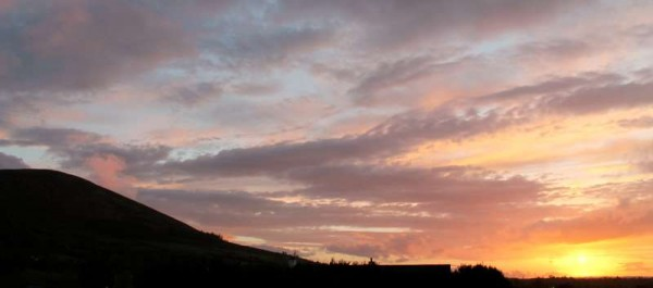 With Clara Mountain in silhouette this was sunset in Millstreet as viewed from Mount Leader, Clara Road this evening - 5th May 2014.  Click on the images to enlarge.  (S.R.)