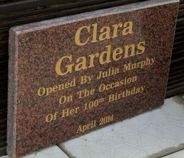 1Julia Murphy & her magnificent Clara Garden 2014 Plaque-800