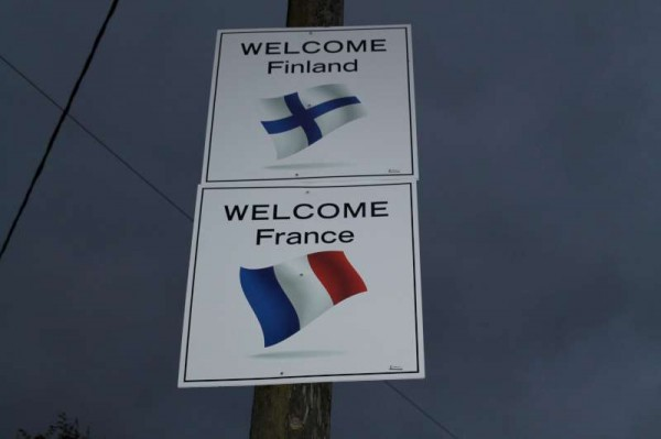 4Welcoming Signs on approach roads 2014 -800