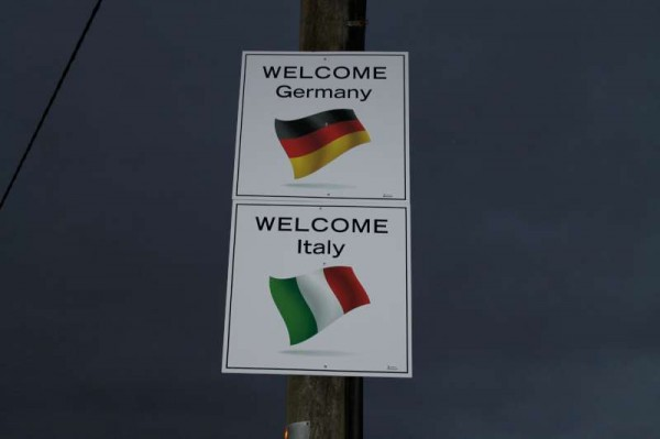 5Welcoming Signs on approach roads 2014 -800