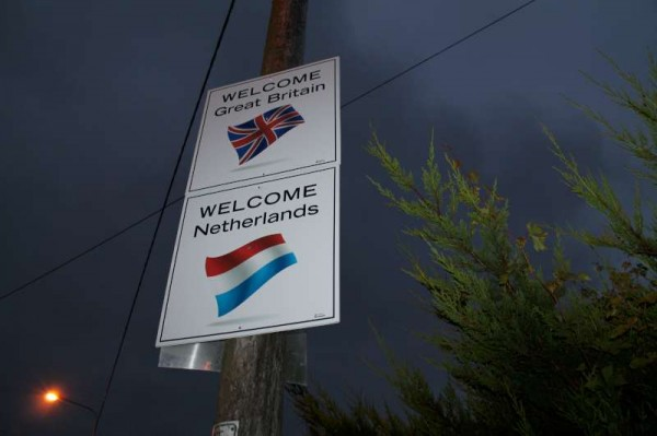 6Welcoming Signs on approach roads 2014 -800